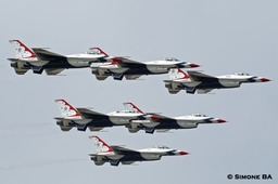 PICT0864a_USAF_Thunderbirds_AVIANO_AFB_(Italy)_04.07.2007